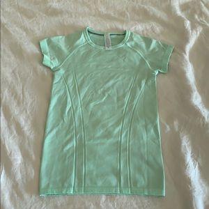 LULULEMON   Iviva fly tech  short sleeves size 10